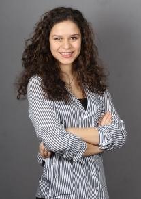 Carmen Arnold, Praktikantin