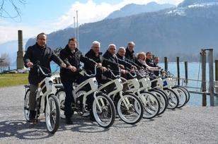 Die Gemeindepräsidenten der Region ZürichseeLinth auf den YouMo E-Bikes