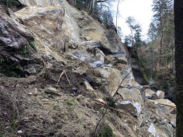 14.12.2020: Erneut tonnenschwerer Felssturz im Aabachtobel
