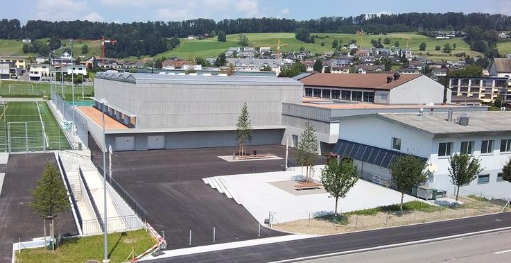 Vorplatz Dreifachsporthalle Sportanlagen Eschenbach